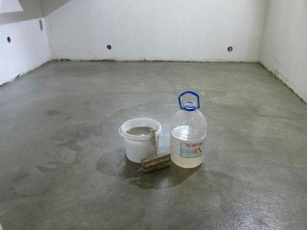 Verre liquide appliqué au sol en béton