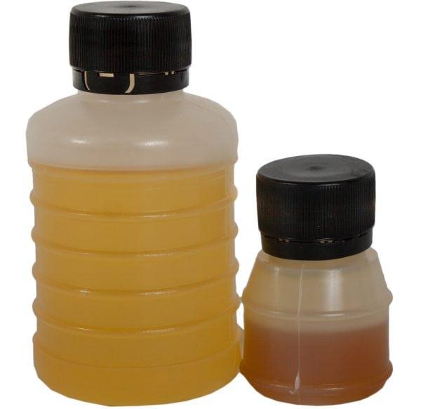 L'adhésif est composé de résine époxy et de durcisseur.