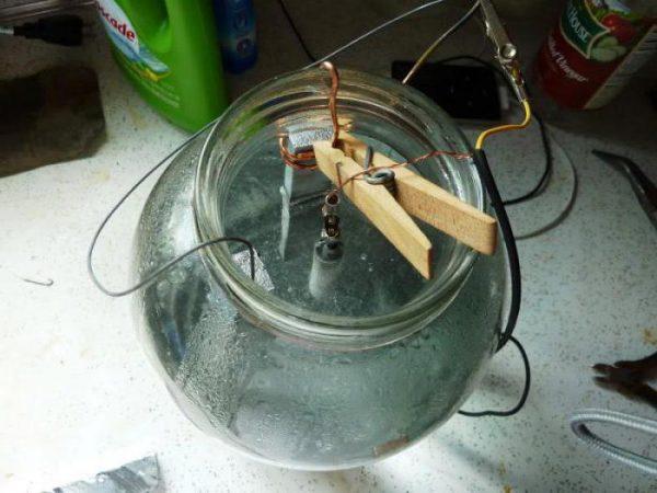 Méthode électrolytique pour le chromage de pièces métalliques