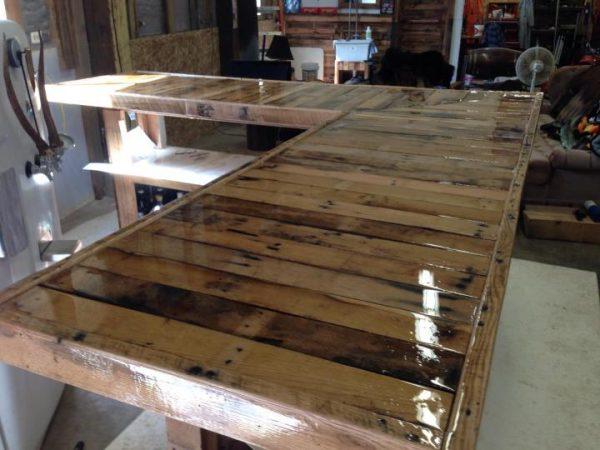 Remplir la base en bois de résine
