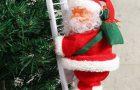 Escalade du père Noël sur les escaliers de l'arbre de Noël