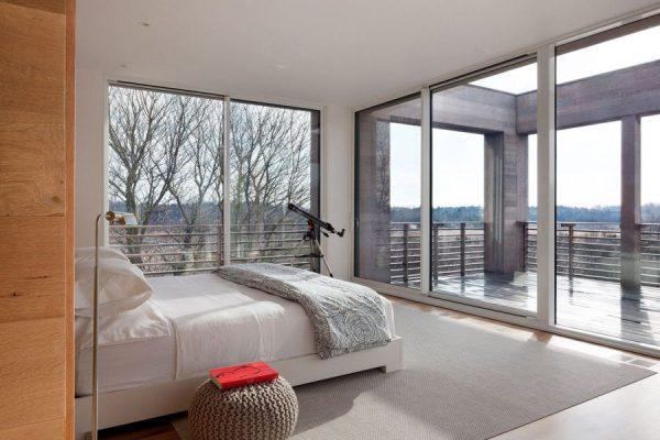 Vitrage panoramique dans la chambre
