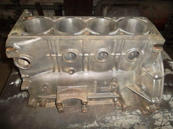 Préparation du bloc moteur pour la peinture