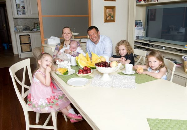 Avec sa femme Elga Sapp et ses enfants